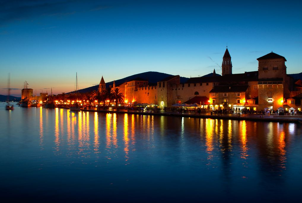 trogir-dalmatia-at-night